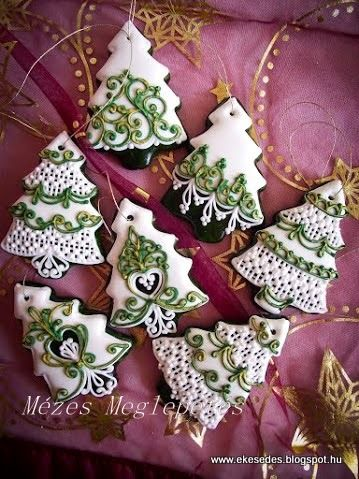 Swirled and elegant decorated Christmas tree cookies. Icec biscuits.  Galletas decoradas.