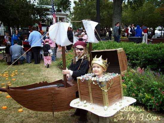 Hilarious costume ideas! Visit http://www.sallyleebythesea.com/2013/10/halloween-costumes-with-coastal-theme.html