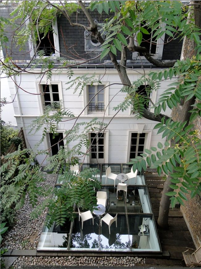 Elegant private home, Paris - Parisians artfully and tastefully blend the antique and the modern.