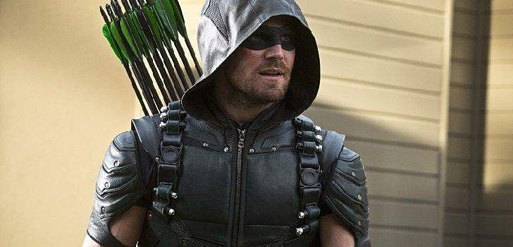 """A quarta temporada de Arrow chega ao fim hoje, e promete ser um dos momentos mais grandiosos do Universo DC na TV, comseu protagonista fadado a tomar uma grande decisão. """"É um bom final de temporada, eu estou feliz com isso,"""" disse o astro da série, Stephen Amell em uma conversa com o ComicBook.com. """"Nós …"""