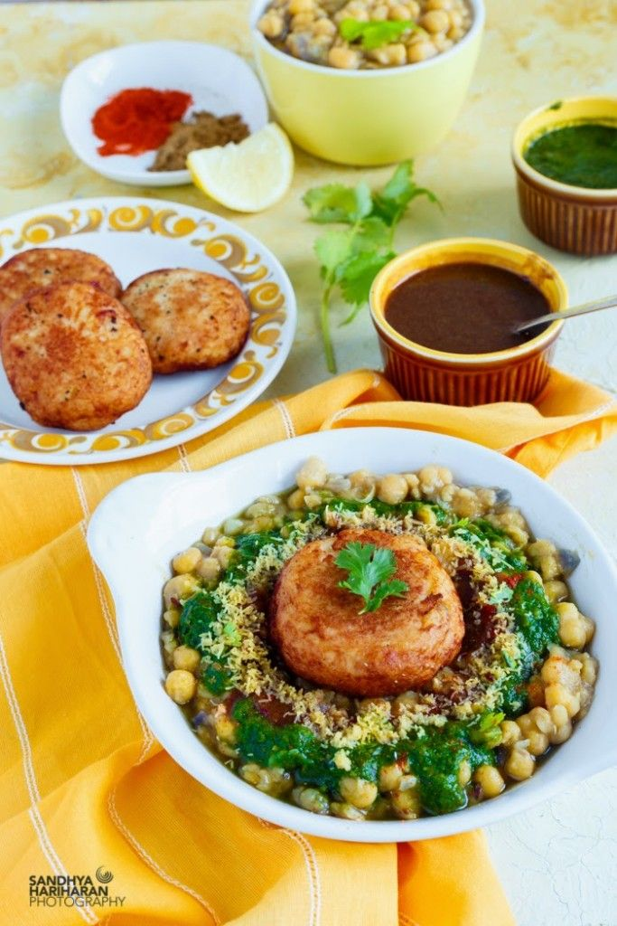 Ragda Patties is one of my favourite street food, typically belonging to MUmbaiPotato patties are topped with dried white peas gravy, two chutneys, onions