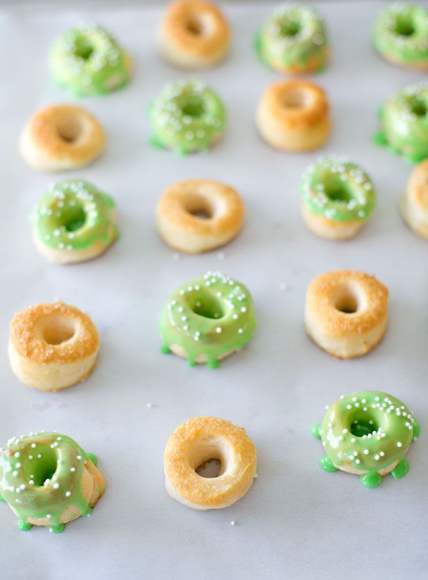 Very TINY LEPRECHAUN DONUTSTiny Leprechaun, Teas Donuts, Tiny Donuts, Teeny Tiny, Rolls Dough, Leprechaun Donuts, Spring Doughnuts, Crescents Rolls, Easy Peasy