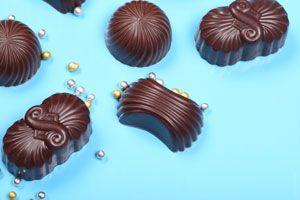 *¿Cómo hacer Bombones de Licor?* Para hacer bombones de licor necesitas mucho chocolate y paciencia, ya que es un trabajo delicado. Pero no te preocupes, aquí tienes todos los pasos para elaborarlos.. SIGUE LEYENDO EN   http://cocina.comohacerpara.com/n10645/como-hacer-bombones-de-licor.html