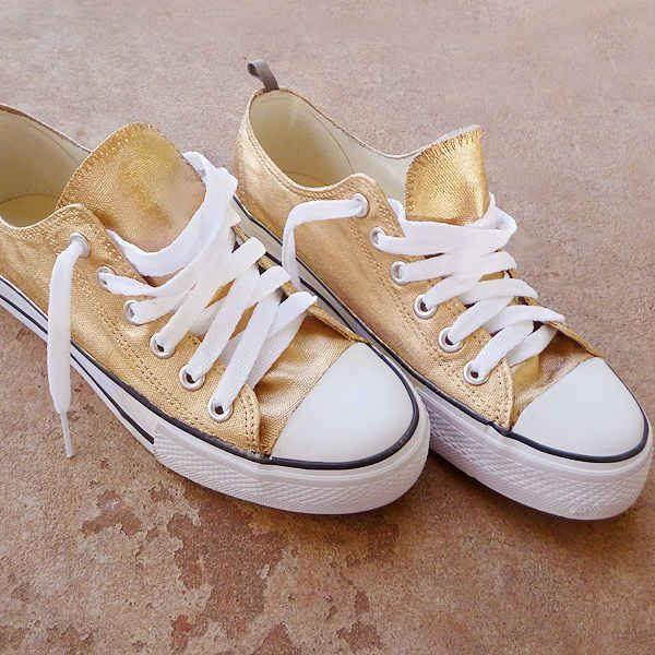 Upcycle converse and 34 other Fall Fashion DIYs That Are Incredibly Easy