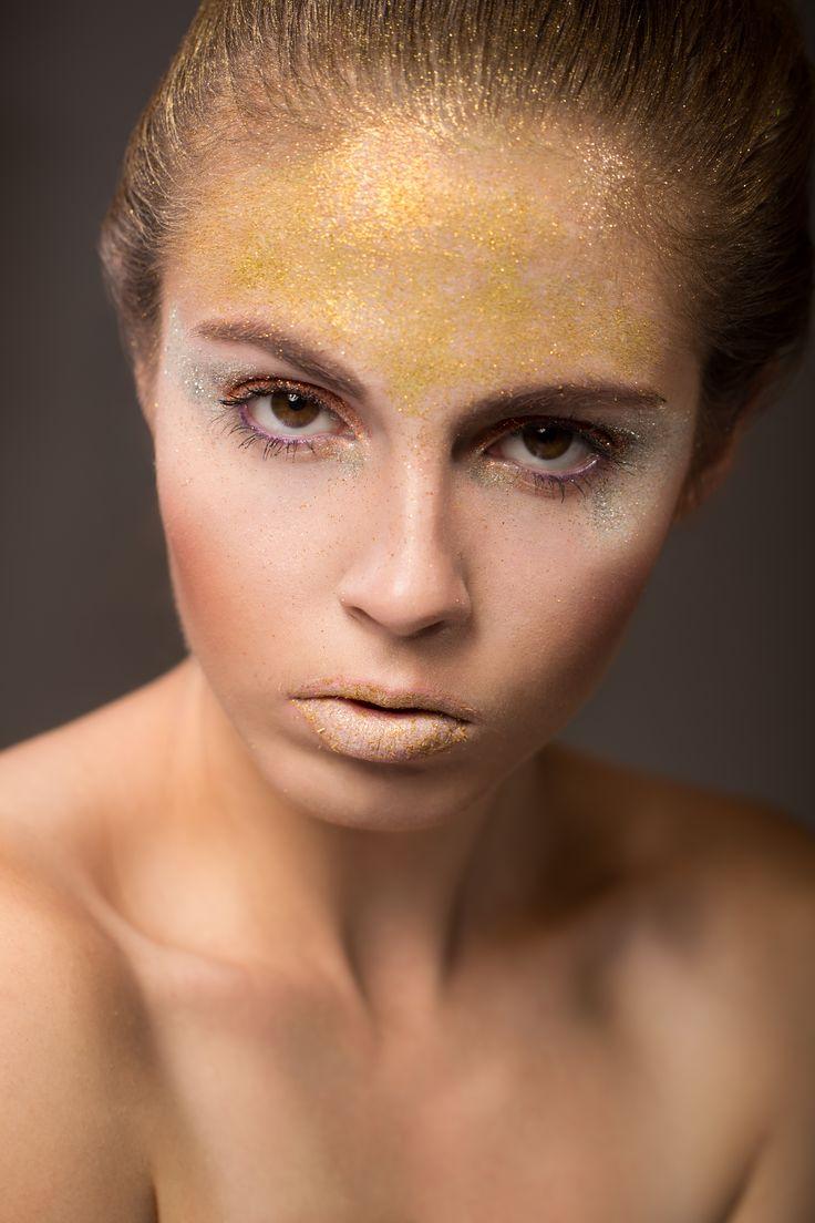 Model: Aleksandra Pieczek MUA: Anna Kantorczyk - MakeUp Assist: Michał Chmielowski more: DAWIDBALA.com