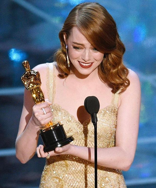 #EmmaStone és az #Oscardij!  #Lalaland #bestactress #congratulation #oscars #win #elle #ellehungary  via ELLE HUNGARY MAGAZINE OFFICIAL INSTAGRAM - Fashion Campaigns  Haute Couture  Advertising  Editorial Photography  Magazine Cover Designs  Supermodels  Runway Models