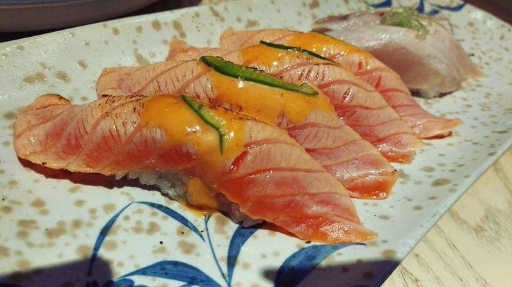 Had my dose of aburi  pre-badminton fattening up  #fatlife #markhamfood #markhameats #sogood #kaka #love #happy #yum #delicious #foodpics #foodporn #foodblogger #smiles #yay #dose #aburi #salmon #sashimi #sushi #tofoodie #seared #foodstagram #foodpornto by thelazyfoodie