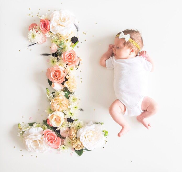 Baby girl monthly photography. Fresh flowers. One month