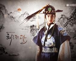 King Lee Hwon » sumpaahh Kim Soo Hyun maenx keren abiz, bikin hati ikut trsayat2 klo dia sdh brkaca2, truz wibawanyaaaa... Bener2 bikin jatuh cinta!!!