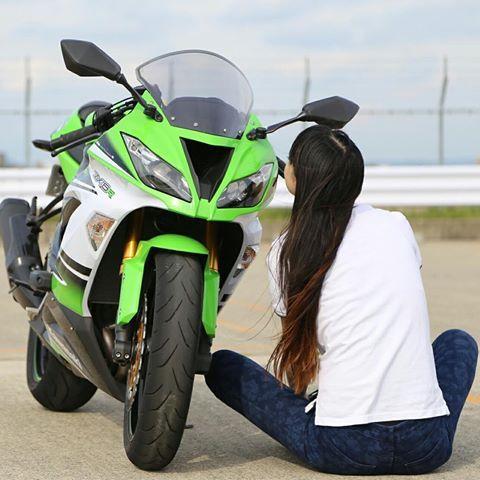 撮っていただきました❤️ たくさんあるけど 一枚ずつ投稿しよっと❤️ ひそひそ話してる風❤️ #kawasaki #ninja #zx6r #女性ライダーと繋がりたい #女性ライダー #女性バイカー #バイク女子 #バイク女子 #バイカー#ライダー#ガールズライダー #ガールズバイカー#ガールズバイク#レディースライダー #kawasakininja #カワサキ#大型バイク女子 #レディースライダー#大型バイク#バイクが好きだ