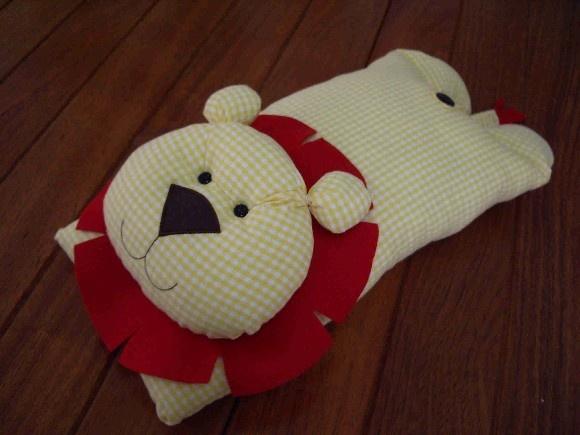 So cute lion pillow/lovey/playmat!
