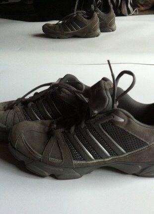 Kaufe meinen Artikel bei #Kleiderkreisel http://www.kleiderkreisel.de/damenschuhe/hallenschuhe/145631421-adidas-385-hallenschuheturnschuhe-grau-silber-39