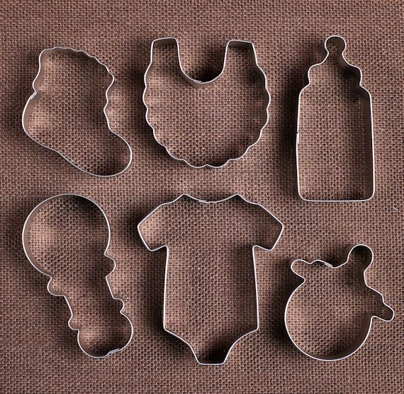 Use our baby shower cookie cutters set with a bottle, onesie, rattle, bootie, bib and pacifier to make sugar cookies! To decorate your cookies, check out our large selection of sprinkles, frosting tip