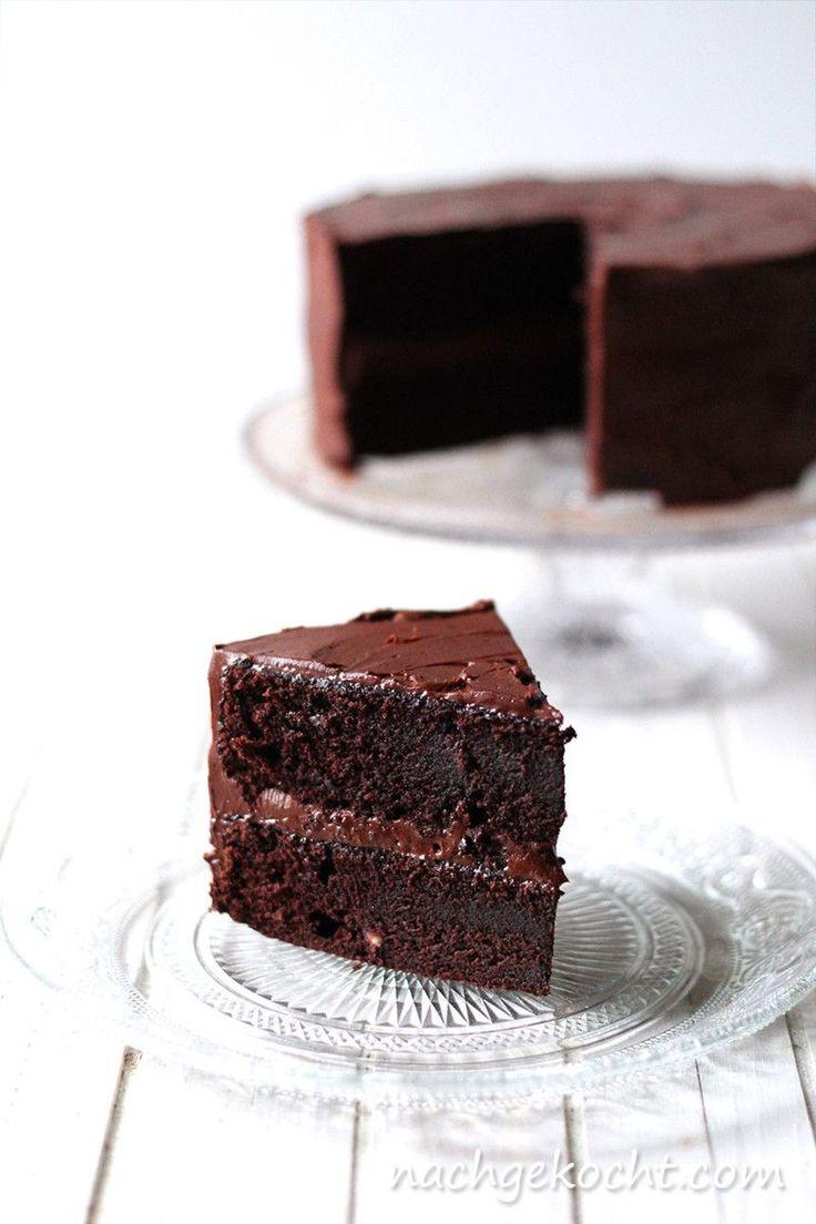 Wenn ich Schokoladen Kuchen höre, spitze ich sofort die Ohren. Eigentlich bin ich eher der herzhafte Typ und jeder anderer Kuchen lässt mich kalt, aber Schokolade kriegt mich jedes Mal. Wie auch de...