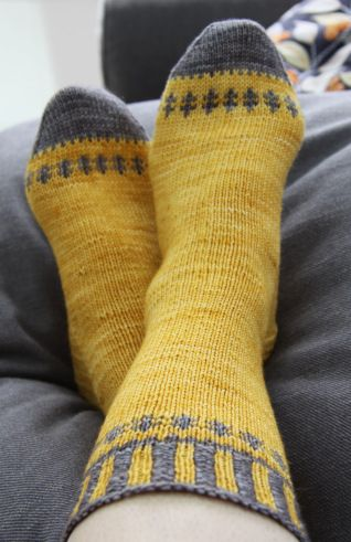 Self-important socks - free pattern