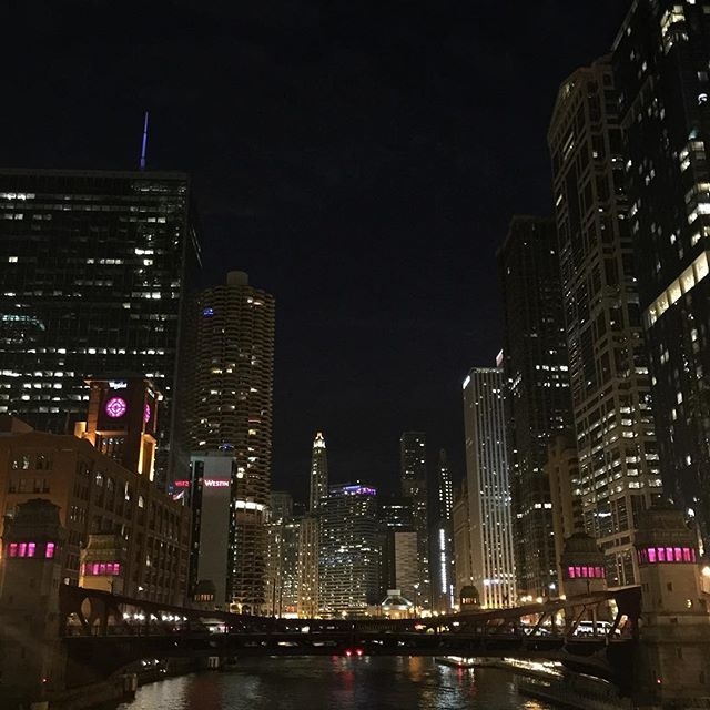 Instagram【skoosh73】さんの写真をピンしています。 《Chicago Night View River Walk  #Chicago #riverside #beautiful #nightview #route66 #chicagopizza #rivernorth #cubs #シカゴ #夜景 #リバーサイド #シカゴピザ #ルート66》