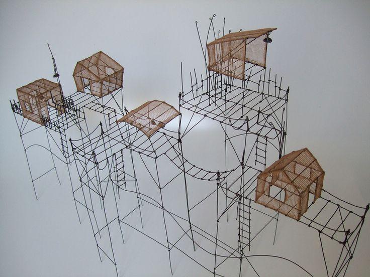 Isabelle Bonte- les cabanes dans la dune (02) fil de fer & tarlatane teintée H38 X 23 X 60 cm