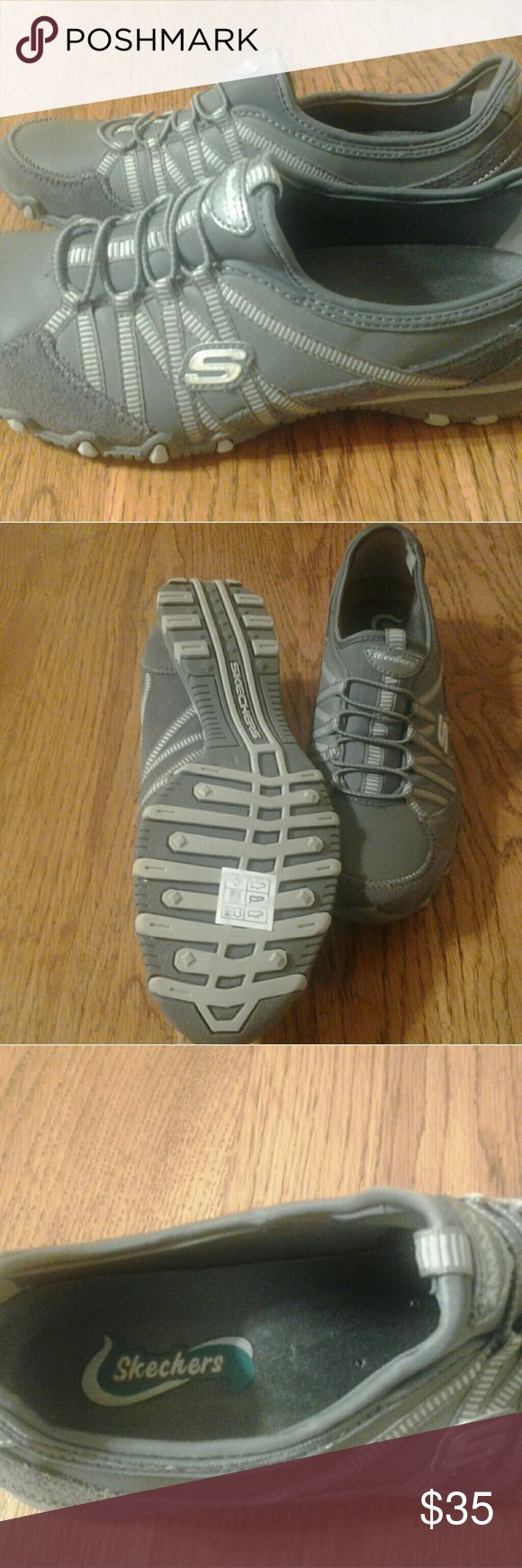 SKECKERS NEW LADIES  SHOES SIZE 8.5 II HAVE A BRAND NEW PAIR OF LADIES SKECKERS FOR SALE, SIZE 8 .5.  I GOT THEM FOR CHRISTMAS AND THEY WERE TO  BIG. Skechers Shoes