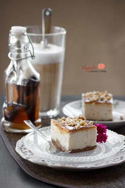 Sernik snickers (z masłem orzechowym)