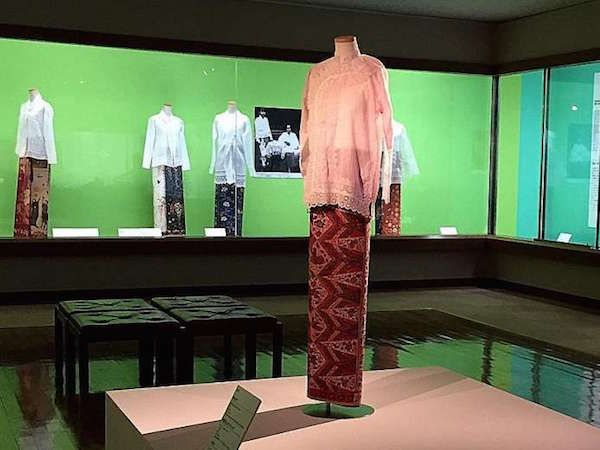 Travelling exhibition ‪'Singapore, Sarong Kebaya and Style: Peranakan Fashion in an Interconnected World'. Fukuoka Art Museum, Apr 17 -  Jun 12, 2016. Image courtesy of Straits Times.