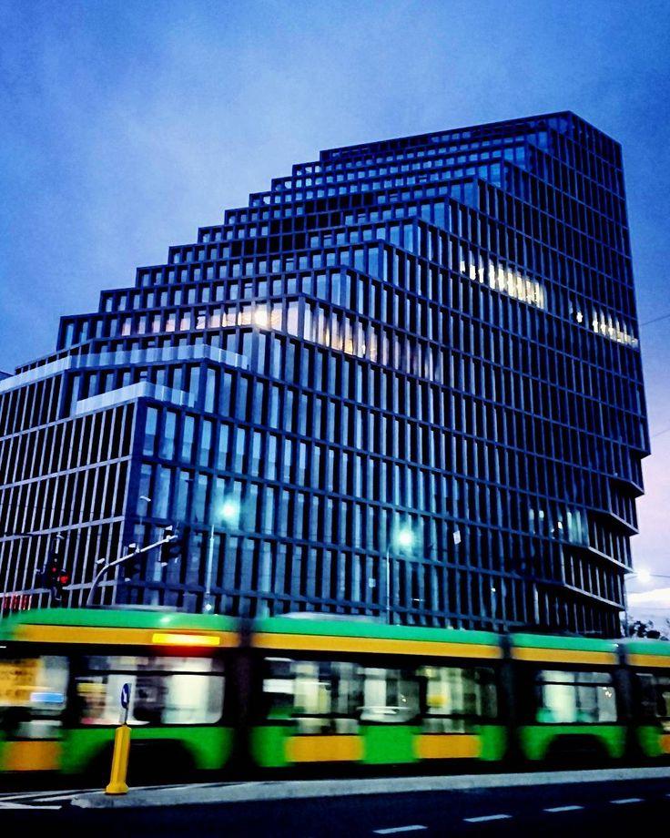 Architektura nowoczesna w Poznaniu  _____________ #docelowo #Poznań#Poznan#Posen#modernarchitecture#citylife