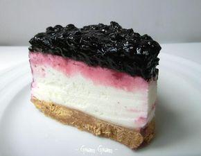 Torta fredda allo yogurt con marmellata di mirtilli | Ricetta