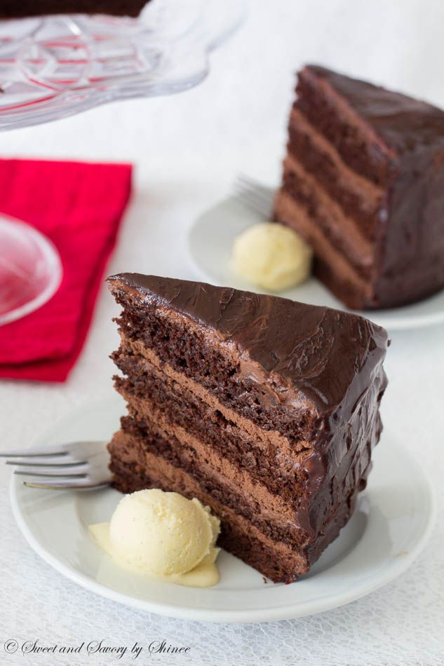 torta de chocolate con relleno de mousse de chocolate