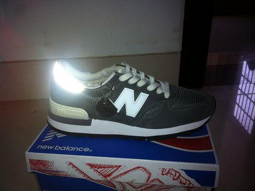 all black new balance 990