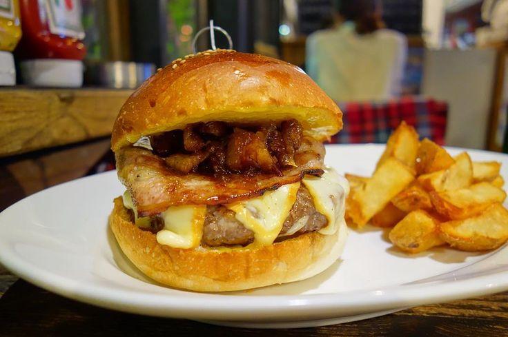 マンスリーは変態バーガーじゃなかったベーコンホリックバーガーベーコン入り特大パティにベーコンスモークゴーダチーズに甘じょっぱいベーコンジャムベーコン好きが狂喜乱舞しちゃうバーガーこれはヤバい #meallog #food #foodporn #burger #burger_jp #ハンバーガー #