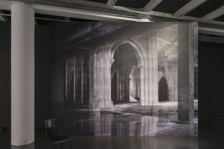 Con le sue immagini, Noémie Goudal costruisce figure enigmatiche capaci d'introdurre un interrogativo intimo e introspettivo sulla nostra presenza all'interno dello spazio cosmico.