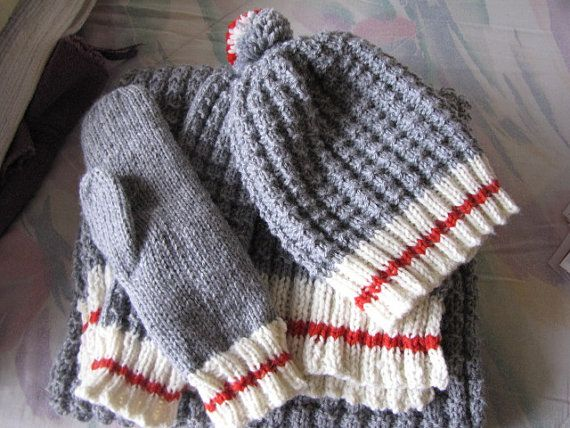 All tuque, Pompom, glove and scarf (about 6 feet) 80% acrylic 20% wool Possibility of custom commands (length of the scarf, buttons or various