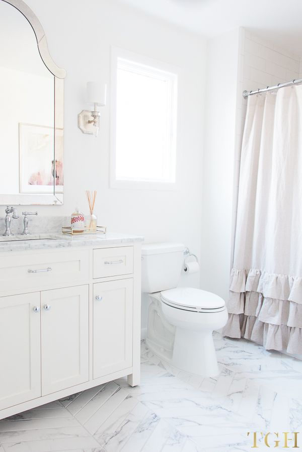 Simple Design Tips For All White Bathrooms Small White Bathrooms