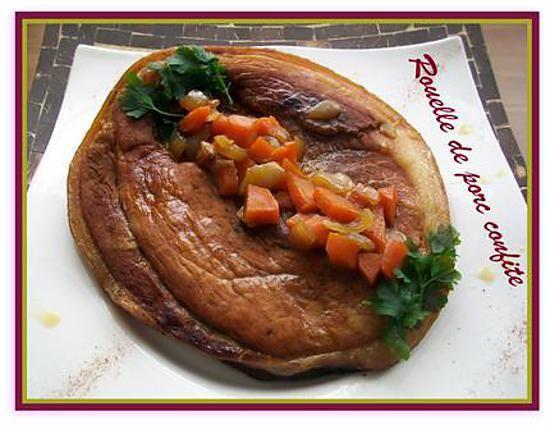 La meilleure recette de Rouelle de porc confite! L'essayer, c'est l'adopter! 4.9/5 (7 votes), 10 Commentaires. Ingrédients: - 1 rouelle de porc d'environ 1,4 kg - 1 oignon - 2 carottes - 25 cl de vin blanc - 50 cl d'eau - 4 cuil. à soupe de miel - 2 tablettes de bouillon de volaille - 1 cuil. à soupe d'huile d'olive - sel - poivre