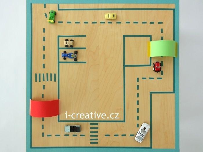Washi pásky autodráha, hrací plocha z odkládacího stolu Ikea Lack / Masking tape car track
