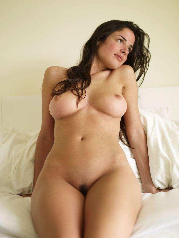 naked curvy girl