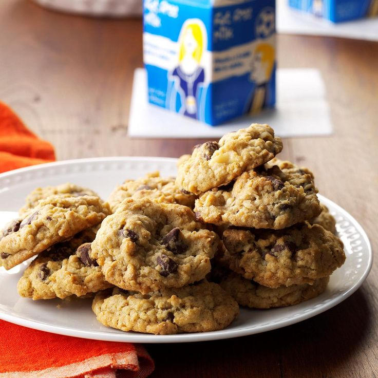 Chocolate Chip Oatmeal Cookies Recipe -Crazy about chocolate chips? This chewy cookie has plenty, not to mention lots of heart-healthy oatmeal. The gang'll come back for more and more... so this big batch is perfect. —Diane Neth, Menno, South Dakota