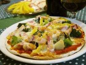 ピザソースと生地から作る基本のピザ