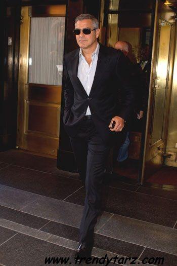 george clooney,siyah takım elbise,çizgili gömlek