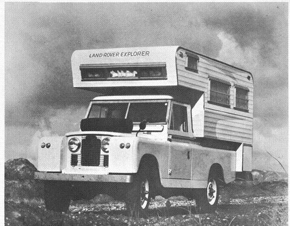 Produkowany już od niemal 70 lat Land Rover będzie zawsze kojarzony z niezależnością, wolnością i świetnymi właściwościami terenowymi, wykorzystywanymi m.in. podczas II wojny światowej. To legenda, o której marzą zarówno mali chłopcy jak i dojrzali mężczyźni, pojazd który kojarzy każdy miłośnik motoryzacji. Czy wiedzieliście, że od samego początku można było nabyć ten pojazd w wersji kempingowej?