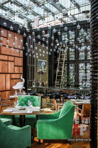 Фото интерьера винотеки ресторана в стиле фьюжн