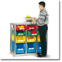 Scaffali industriali Fami Storage Systems con cassette in polipropilene