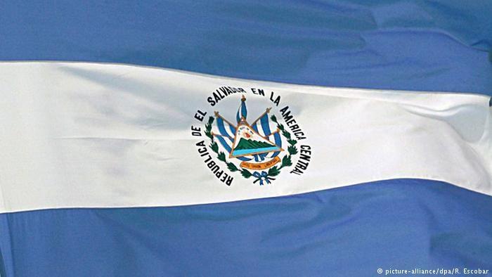 El Salvador inicia el recuento de votos de sus elecciones -  Los centros de votación de las elecciones legislativas y municipales celebradas en El Salvador cerraron este domingo (04.03.2018) a las 17:07 hora local (23:07 GMT), para dar comienzo al recuento de votos tras una jornada marcada por la baja participación y la ausencia de incidentes graves. El T... - https://notiespartano.com/2018/03/05/salvador-inicia-recuento-votos-elecciones/