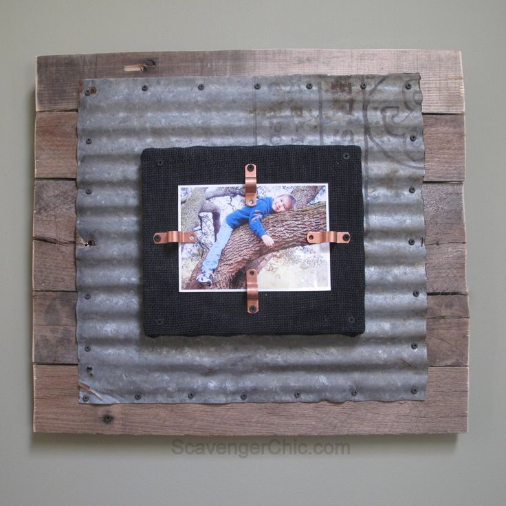 If you love metal and pallet wood, this is the project tutorial you've been looking for! This rustic industrial looking photo frame will look perfect for your decor.
