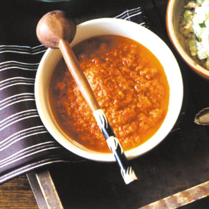 Dip mit Paprika, Peperoni, Zwiebel, Knoblauch, Kreuzkümmel, Oregano, Essig und Olivenöl - perfekt zu Nachos, Snacks und Grillfleisch.