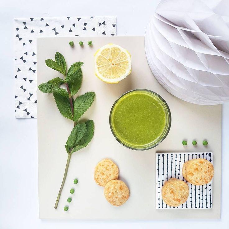 Green Power  - Velouté de petits pois, citron, menthe, mascarpone et échalotes - - Sablés sésame et comté -