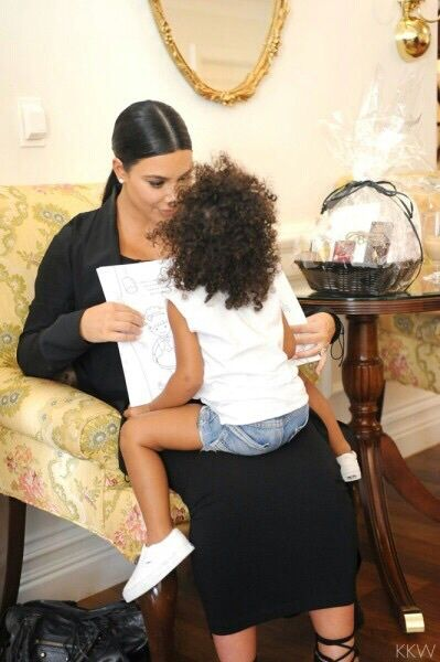 Imagen de kim kardashian, north west, and style