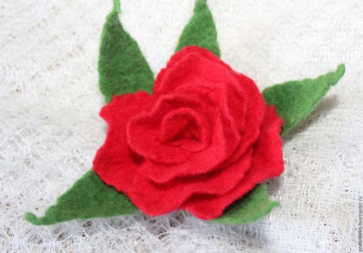 Купить Брошь роза из шерсти красная - ярко-красный, брошь цветок, украшение брошь