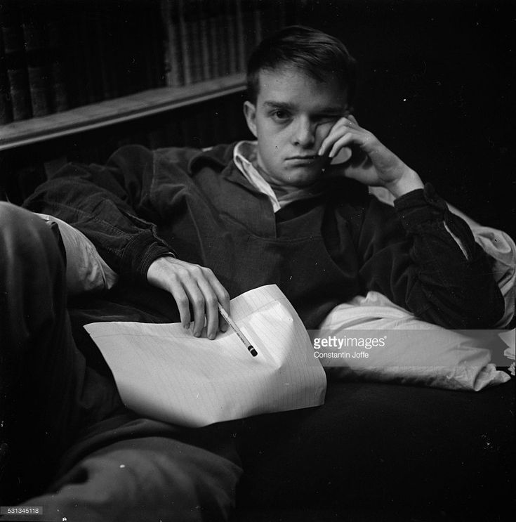 an analysis of stylistic devices used in the novel in cold blood by truman capote In the literary criticism, visions and revisions: truman capote's in cold blood, jack de bellis claims that truman capote's book was an unpolished work in this essay, minor details that have changed between revisions of the acclaimed nonfiction novel are pointed out.