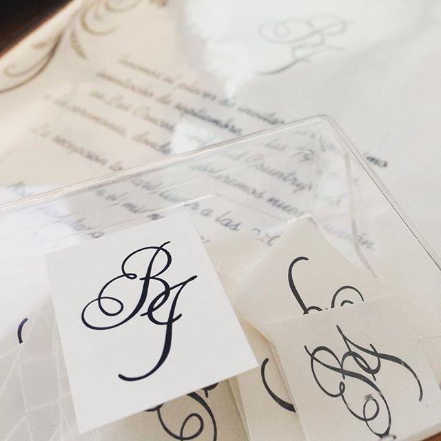 Invitaciones terminadas #invitacion #invitacionesdeboda #pareja #brendaeisrael #amor #boda #wedding #weddinginvitation #etiquetas