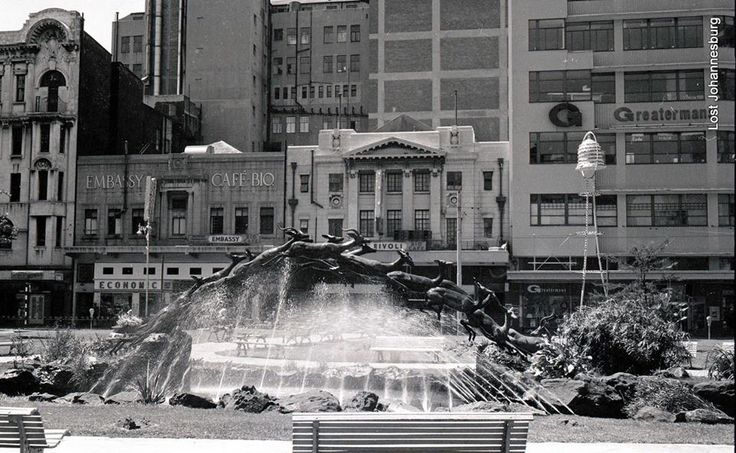 The Impala fountain in Harry Oppenheimer Park between President Street and Market Street. Note the Bio Café across the road.